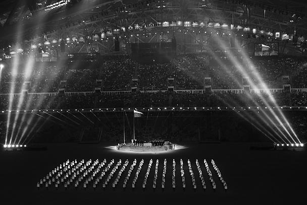 Мотив триколора в церемонии открытия, обыгранный различными художественными средствами