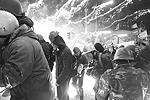 Вечер вторника и ночь на среду стали самыми кровавыми за все месяцы политического противостояния в центре Киева. Погибли и активисты оппозиции, и силовики. По последним данным минздрава, жертвами беспорядков стали 25 человек. Сгорел Дом профсоюзов, подожжена консерватория(фото: Reuters)