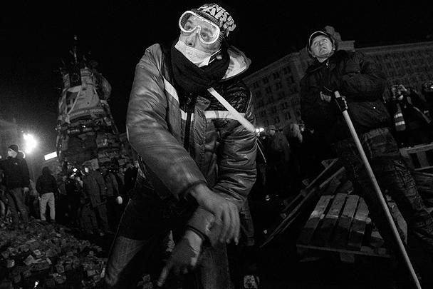 Весь вторник и ночь на среду в центре Киева продолжались ожесточенные уличные бои