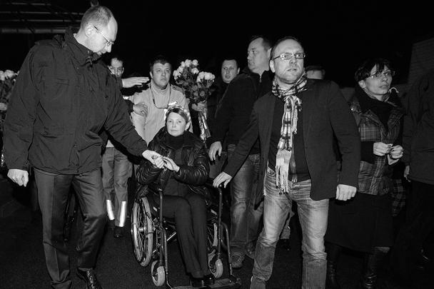 Освобожденную Юлию Тимошенко встретили ее единомышленники по партии
