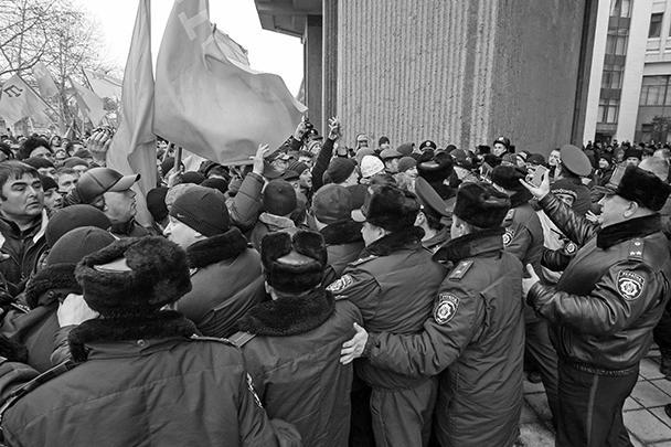 Милиция пыталась разделить митингующих