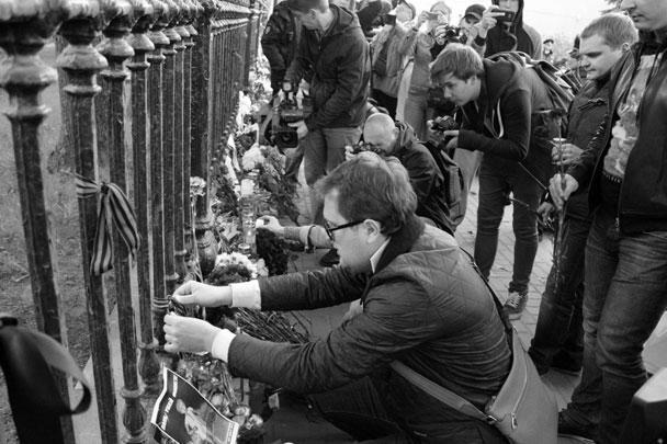 «Сам факт, что власти Украины не спешили объявить траур по десяткам людей по этому поводу, – это доказательство практически геноцида по отношению к русскоязычным», – заявил Галочкин