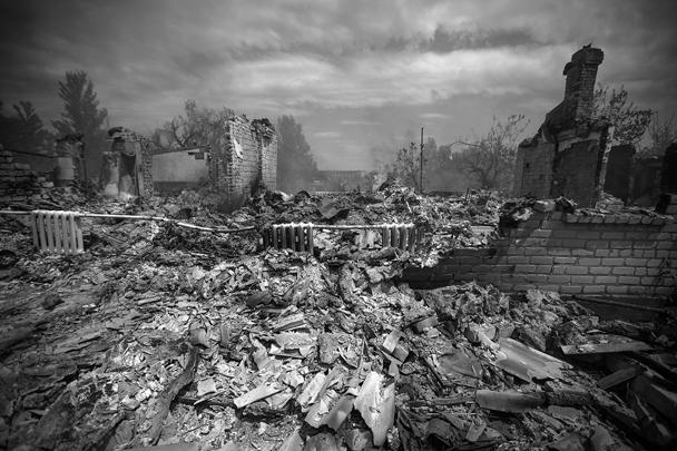 «Живу возле завода «Маршалл». Примерно 4 самолета выпустили ракеты в сторону Станицы», – рассказал луганчанин Алексей. Он заявил, что самолеты вели обстрел с короткими промежутками в 4-5 минут