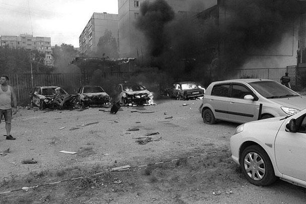 Последствия обстрела юго-западного жилмассива Луганска