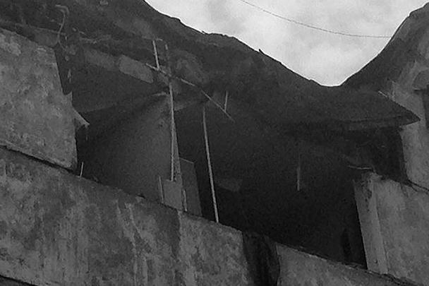 В полиции Мурманска отметили, что три этажа пострадавшего от взрыва дома в Мурманске непригодны для жилья, там выбиты стены, двери и окна