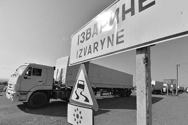 Российский белый КамАЗ, ставший символом помощи России мирным жителям Украины, на КПП «Изварино»