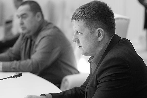 Премьер-министр ЛНР Игорь Плотницкий и председатель Верховного совета ЛНР Алексей Карякин (слева направо) – в процессе проходивших в Минске переговоров, по результатам которых между Украиной и непризнанными республиками было подписано соглашение о прекращении огня