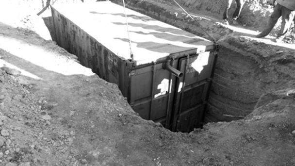 Порядка 50 передвижных блочных помещений для военнослужащих, находящихся в зоне проведения силовой операции на Юго-Востоке Украины, изготовили работники металлургических предприятий страны. По планам чиновников, военные будут жить в этих утепленных контейнерах на блокпостах в «осенне-зимний период»
