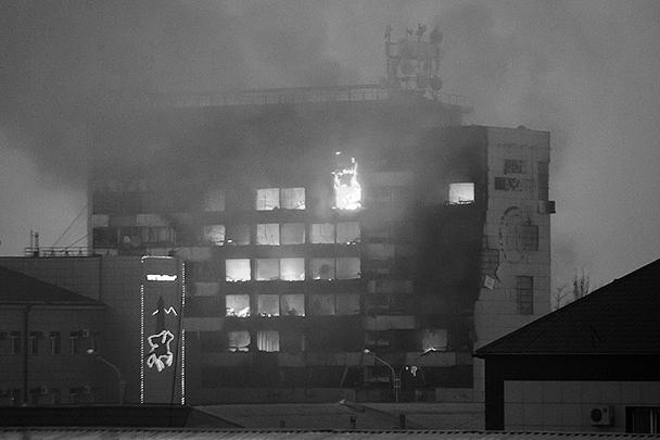 Здание Дома печати в Грозном, где до последних событий находились редакции многих республиканских и федеральных СМИ, получило значительные повреждения. Власти Чечни уже объявили, что построят новое здание – лучше и красивее прежнего