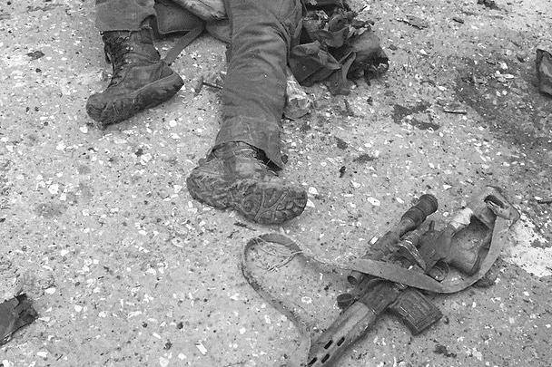 Поначалу сообщалось об уничтожении в Доме печати в Грозном шести бандитов, потом стало известно о семи. Жертв среди гражданского населения нет, утверждал Рамзан Кадыров