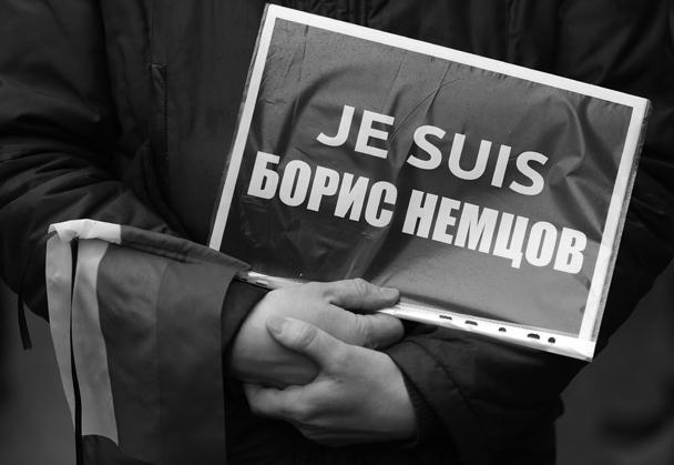 Борис Немцов был убит около 23.30 в пятницу, 27 февраля, в нескольких сотнях метров от Кремля в тот момент, когда прогуливался по Большому Москворецкому мосту со своей девушкой – моделью с Украины Анной Дурицкой. В политика были выпущены шесть пуль из проезжающей машины