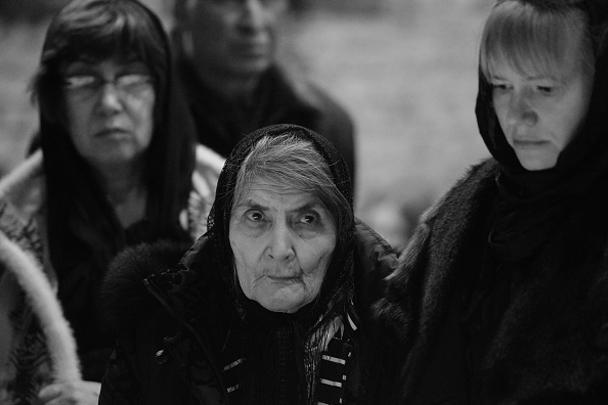 Мать Бориса Немцова Дина Эйдман (в центре) во время церемонии прощания со своим сыном