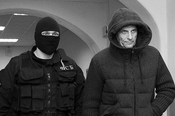 Хорошавина сопровождали сотрудники ФСБ