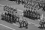 По площади шли представители различных соединений в форме и со снаряжением времен Великой Отечественной. Так, пехотинцы пронесли знаменитые винтовки Мосина, которые были основным оружием на первом этапе войны. Затем строем прошли военные летчики, моряки, саперы, фронтовые разведчики(фото: Reuters)