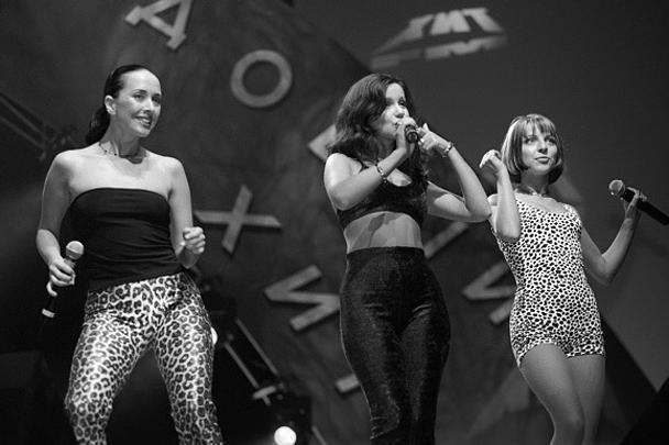 Популярность Жанне Фриске принесло участие в группе «Блестящие», в которой она пела во второй половине 90-х – начале 2000-х