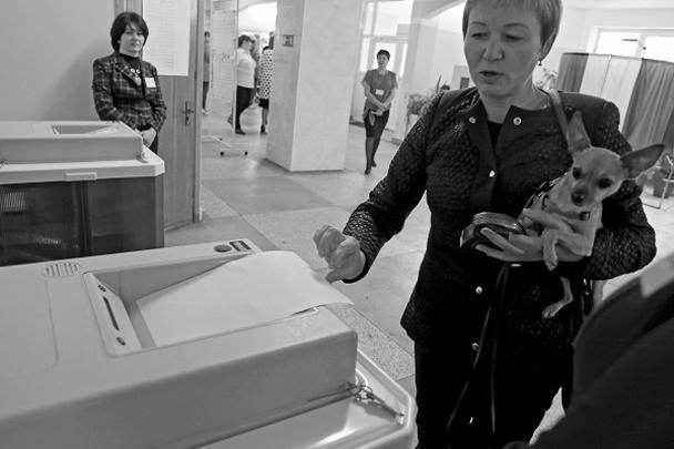 В Калининграде изготовлено 784 000 избирательных бюллетеней. На 80 участках используются специальные комплексы для обработки избирательных бюллетеней. На остальных — полностью прозрачные или полупрозрачные стационарные урны