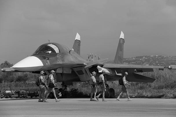 Су-34 - это многофункциональный истребитель-бомбардировщик, также позиционируемый как фронтовой бомбардировщик