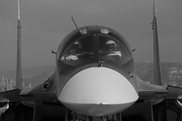 Одна из особенностей Су-34 в том, что два пилота размещаются рядом, а не друг за другом
