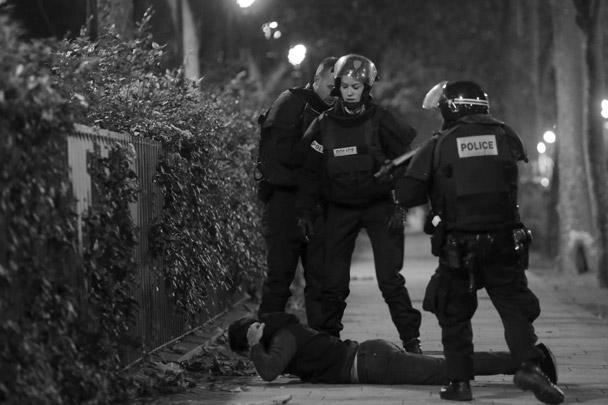 Полиция задерживает одного из подозреваемых в серии терактов