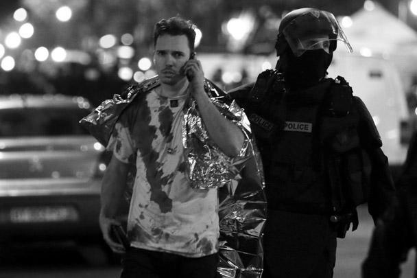 Серия терактов в Париже стала крупнейшей атакой боевиков за всю истории Франции