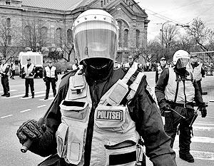Несколько эстонских полицейских получили ведомственные награды за то, что в апреле активно обеспечивали порядок в Таллине