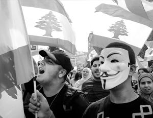 Молодых ливанцев вывело на улицы решение правительства ввести налог на WhatsАpp