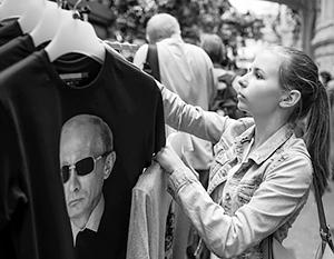 Латвия страшно боится маек с изображением Владимира Путина