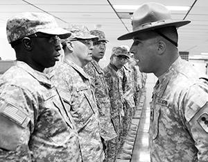 Издевательства над солдатами продолжаются в западных армиях десятилетиями