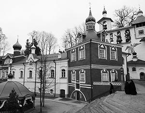 В Печорах находится основанный в 15-м веке Псково-Печорский Свято-Успенский мужской монастырь