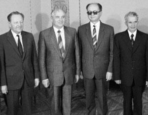 Летом 1988-го Милош Якеш (слева) в Варшаве с Михаилом Горбачевым, Войцехом Ярузельским и Николае Чаушеску