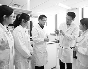 Китайские ученые испытывают в США все большие сложности