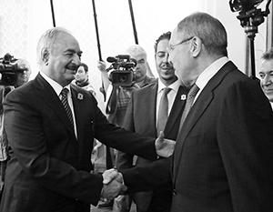 Эрдоган собирается воевать против маршала Хафтара (слева)