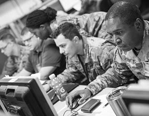 Сотрудники Киберкомандования США за работой
