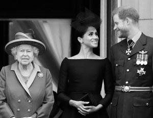 Полтора года назад королева Елизавета Вторая вместе с внуком и его женой
