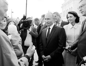 С жителем Омска беседуют представители всех трех уровней власти – федеральной (Владимир Путин), местного самоуправления (мэр города Оксана Фадина) и региональной (губернатор Александр Бурков)