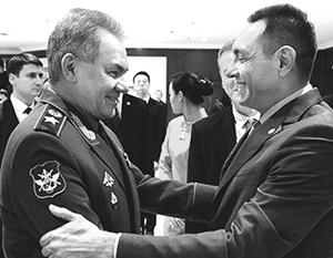 Министр обороны России Сергей Шойгу и министр обороны Сербии Александр Вулин
