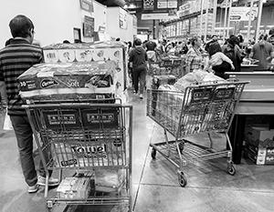 В некоторых американских магазинах коронавирус вызвал настоящий ажиотаж