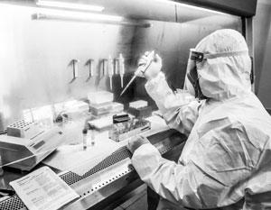 Изготовление вакцины занимает не меньше года, но поиски лекарства против COVID-19 максимально ускорены
