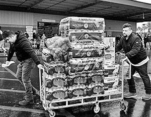 Массовые закупки продовольствия – одна из примет текущего кризиса