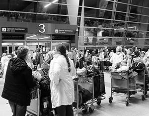 Оставшиеся за границей россияне штурмуют аэропорты