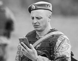 Мобильный телефон в руках солдата – теперь практически преступление