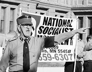 Крупнейшей неонацистской группой в США является Национал-социалистическое движение