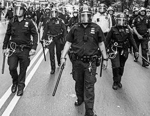 Американским либералам и демократам не нравятся жестокость американской полиции