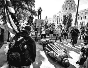 Америка начала войну с собственной историей