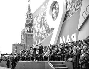 Так традиционно выглядели парады на 9 мая, но предстоящий парад должен стать особенным