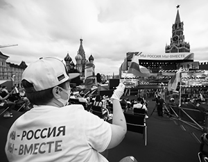 Волонтеры стали первыми зрителями на концерте после пандемии