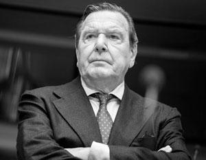 Герхарду Шредеру не первый раз достается за отстаивание энергетического альянса между Россией и Германией