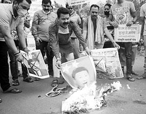 Возмущенные индийцы уничтожали на улицах портреты «поджигателя войны» Си Цзиньпина