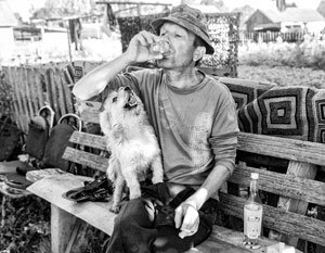Подобные сцены в российских деревнях можно увидеть теперь все реже