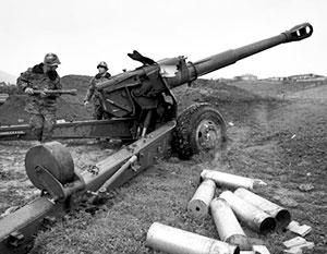 Армянские военные нанесли артиллерийский удар по территории Азербайджана, утверждают в Баку